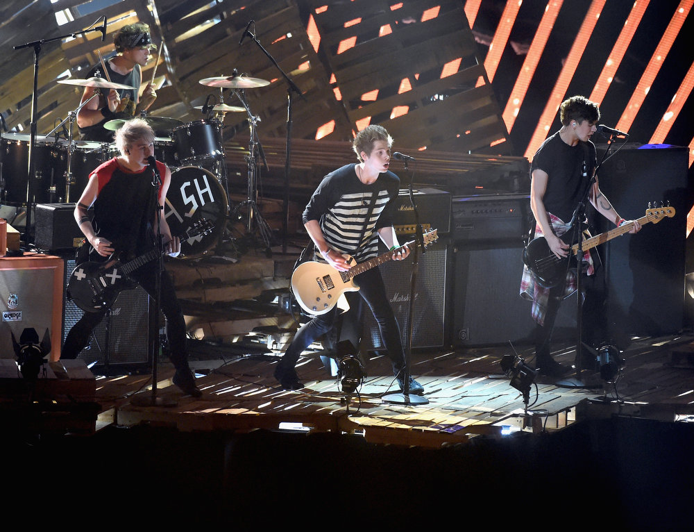 . (L-R) Recording artists Michael Clifford, Ashton Irwin, Luke Hemmings, and Calum Hood of 5 Seconds of Summer perform onstage during the 2014 MTV Video Music Awards at The Forum on August 24, 2014 in Inglewood, California.  (Photo by Michael Buckner/Getty Images)