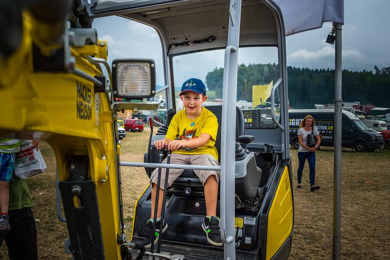 Tractor Pulling 2015 XE2-2562.jpg
