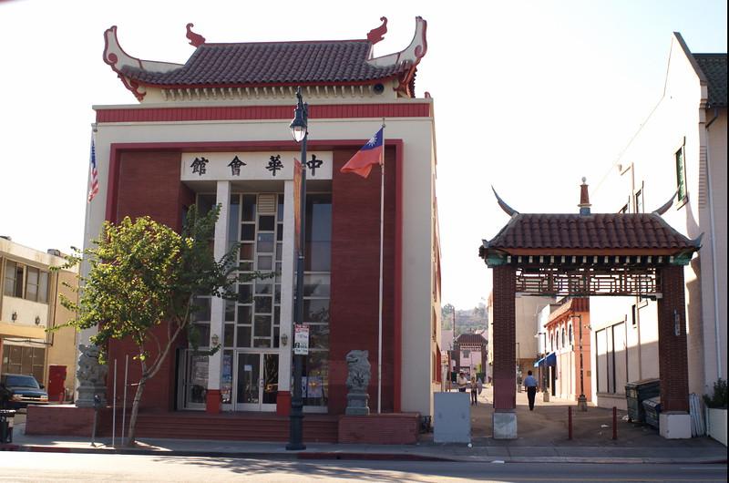 ChineseConsolidatedBenevolentAssoc015-ViewFromAcrossBroadway-2006-9-18.jpg