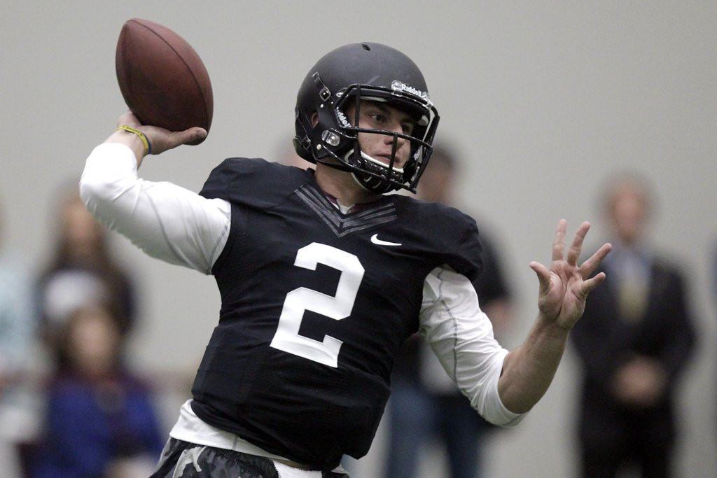 """. <p><b> New Vikings coach Mike Zimmer, weighing what to do with the No. 8 pick in the upcoming draft, admitted that he saw red flags last week when Johnny Manziel � </b> <p> A. Had a celebrity-filled pro day workout <p> B. Claimed that he should be the top pick in the NFL draft <p> C. Offered him an autographed helmet for $500 <p><b><a href=\'http://www.twincities.com/vikings/ci_25459886/vikings-coach-mike-zimmer-sees-red-flags-johnny\' target=\""""_blank\"""">HUH?</a></b> <p>    (AP Photo/Patric Schneider)"""