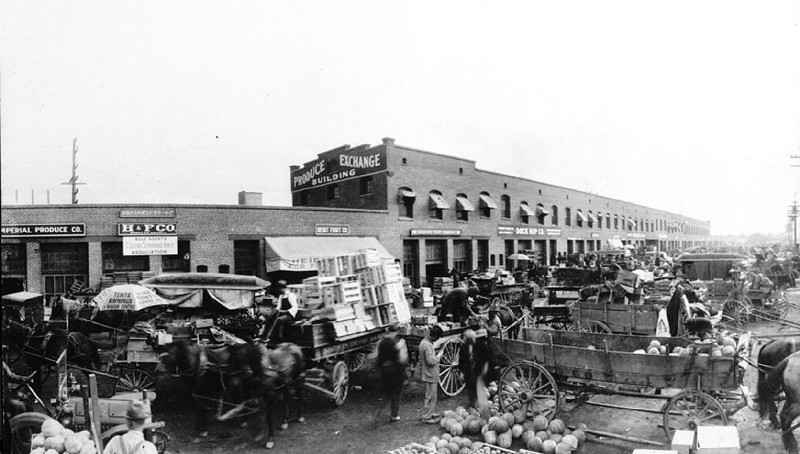 Panoramic view of Los Angeles¿s Central Market on Tenth Street, 1904