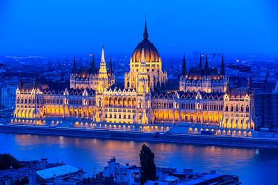 (2) Hungarian Parliament Budapest (night)