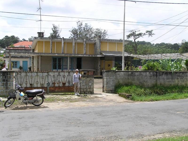 Băng Thanh(72-73) trước tư gia  của Thầy CBA
