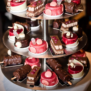 42240 Buffet of designer cakes and desserts