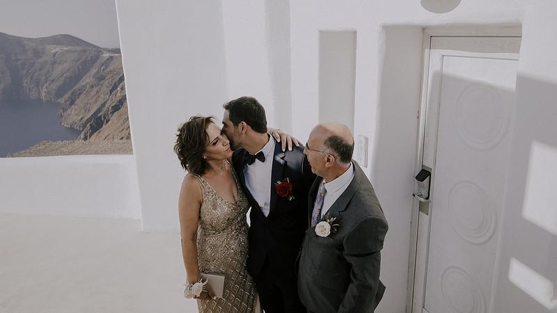 Tu-Nguyen-Destination-Wedding-Photographer-Santorini-Rocabella-Hotel-Euna-Ehsan-380.jpg
