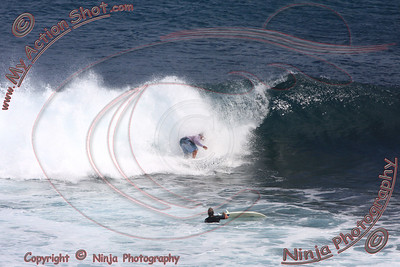 <font color=#F75D59>2008_07_09 - Surfing Uluwatu, BALI - Kurt</font>