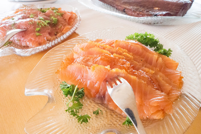 porvoo preparing smoked salmon on dish.jpg