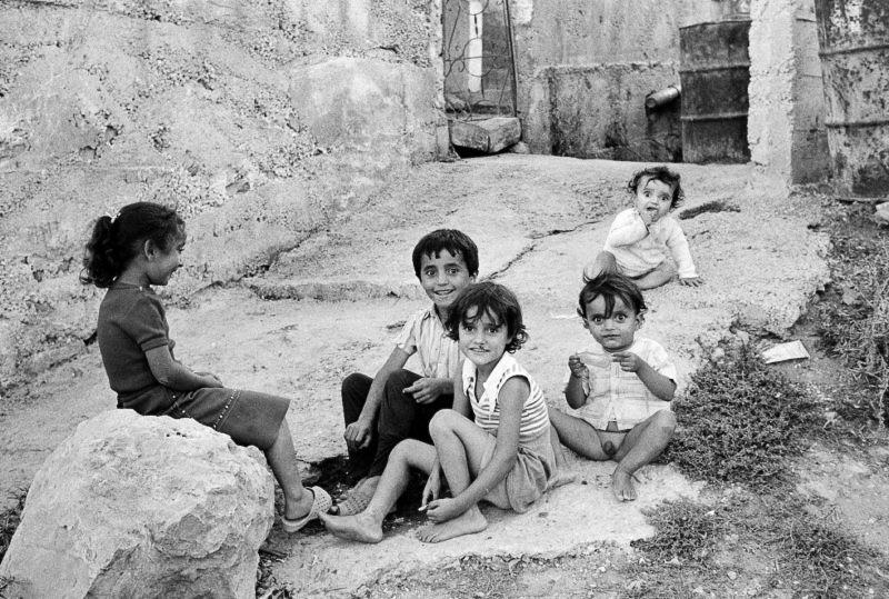 childrenplayinginthestreetummelfahmpalestine1982.jpg