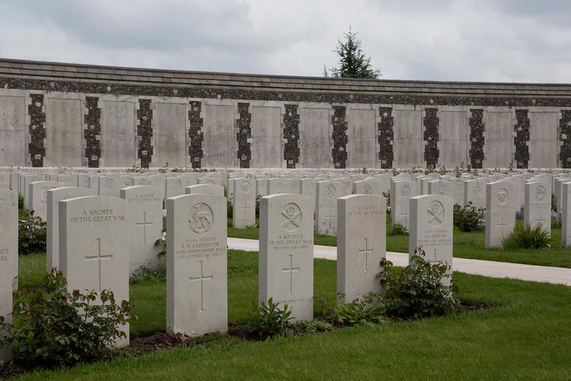 Ypres Tyne Cot Cemetery (40 of 123).jpg