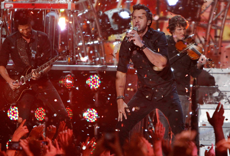 . Luke Bryan performs during the Grammy Nominations Concert in Nashville, Tennessee December 5, 2012.     REUTERS/Harrison McClary