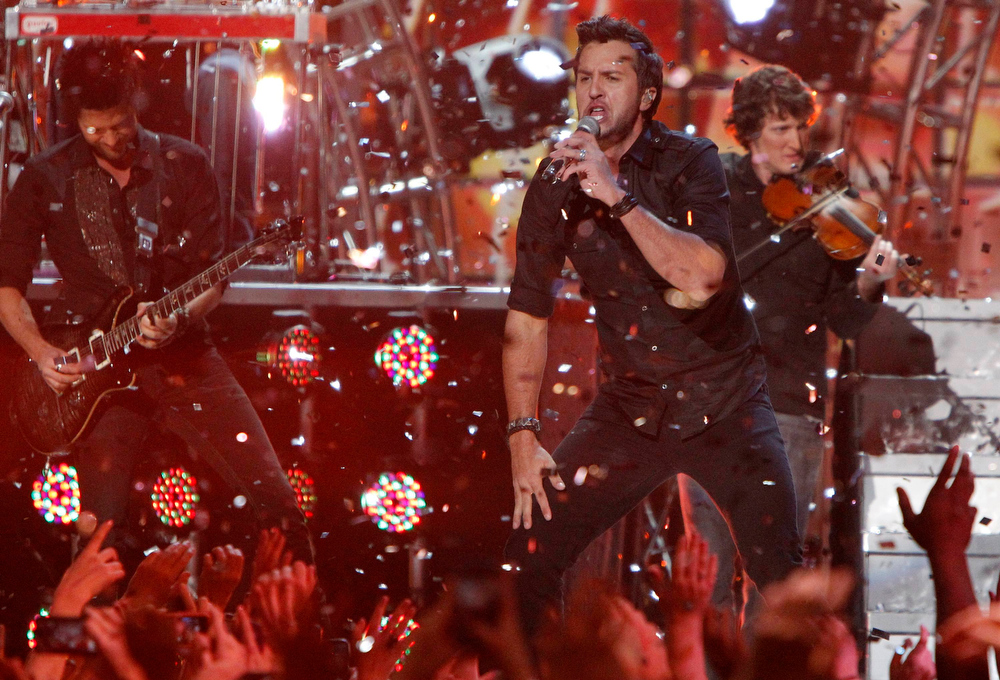 Description of . Luke Bryan performs during the Grammy Nominations Concert in Nashville, Tennessee December 5, 2012.     REUTERS/Harrison McClary