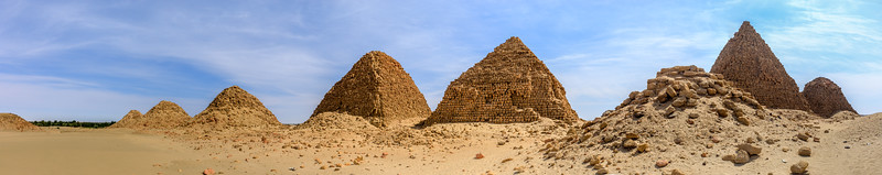 Von links nach rechts: Nu 19 Nasakhma, Nu 13 Harsijotef, Nu 12 Arikamaninote, Nu 11 Malowijebamani, Nu 10 Amaninatakilebte, Nu 9 Aramatelqo, Nu 8 Aspelta, Nu 7 Karakamani, Nuri, Sudan