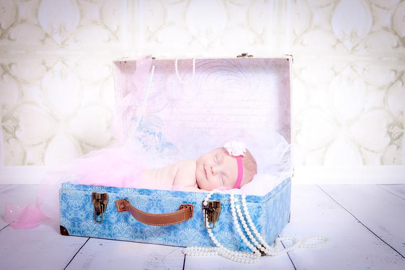 Olivia Newborn-71.jpg