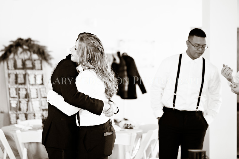 Hillary_Ferguson_Photography_Melinda+Derek_Getting_Ready331.jpg