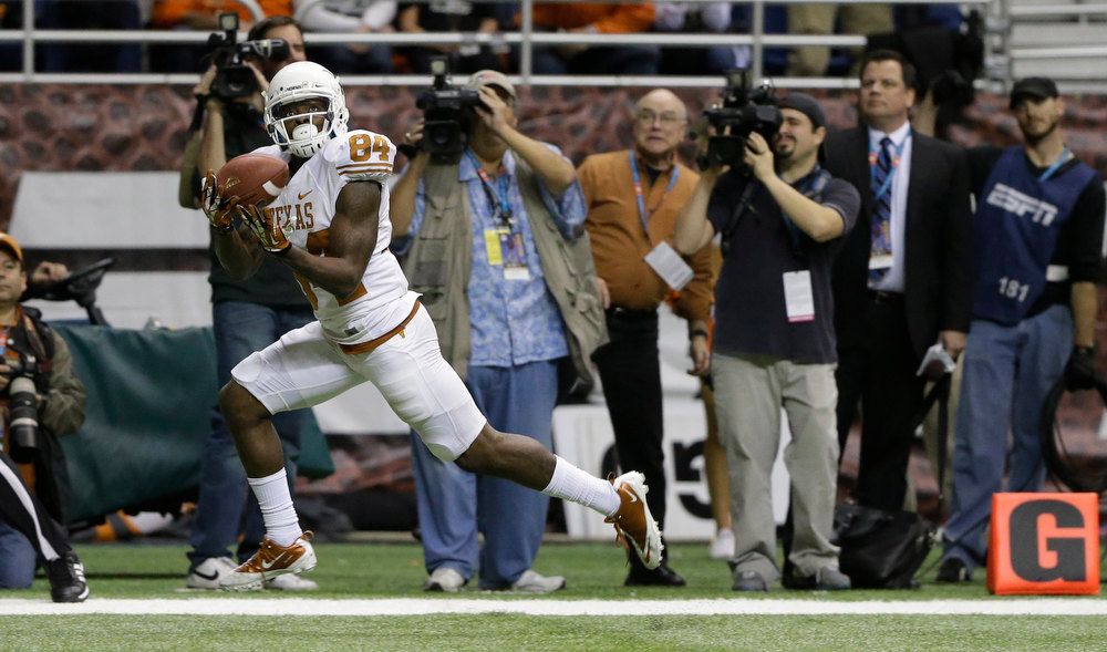 . Texas\' Marquise Goodwin (84) catches the winning touchdown during the fourth quarter of the Alamo Bowl NCAA football game against Oregon State, Saturday, Dec. 29, 2012, in San Antonio.  Texas won 31-27. (AP Photo/Eric Gay)