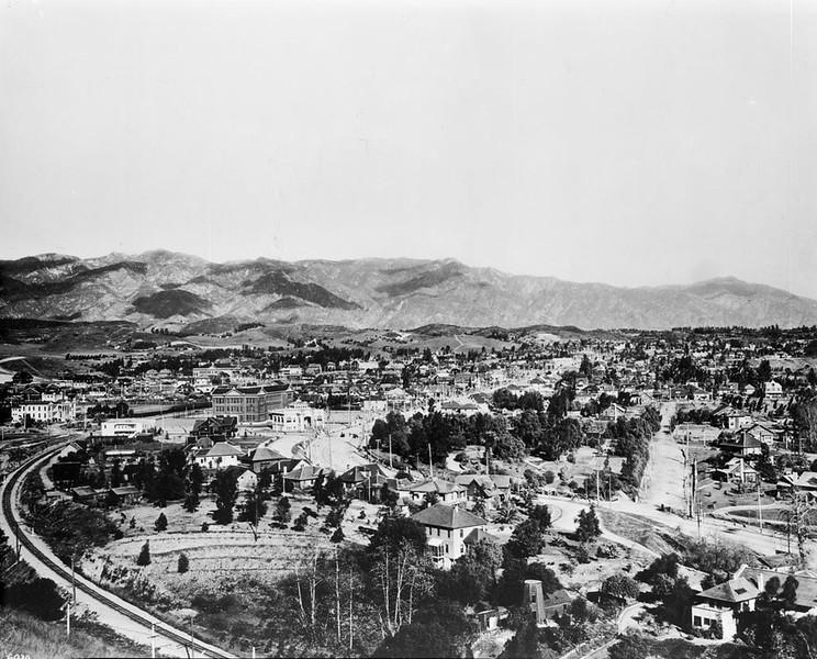 PanoramicviewofHighlandPark,lookingnorthfromHillStreet,ca.1908