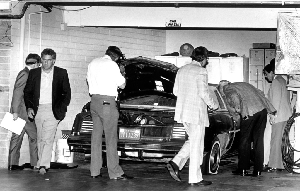. The Los Angeles County Sheriff\'s Department task force examines a car believed to be used by the Night Stalker in at least one of his attacks.  (Daily News file photo)