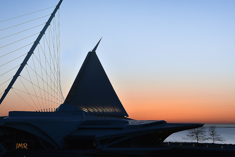 Calatrava and the sunrise .jpg