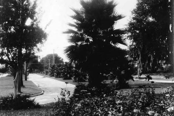 1928-Avondale Circle.jpg
