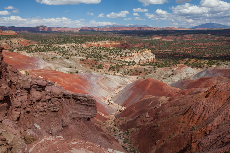 Capitol Reef, Chinle Hills at the end of Long Canyon