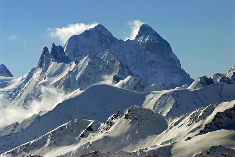 080502 1776 Russia - Mount Elbruce - Day 2 Trip to 15000 feet _E _I ~E ~L.JPG