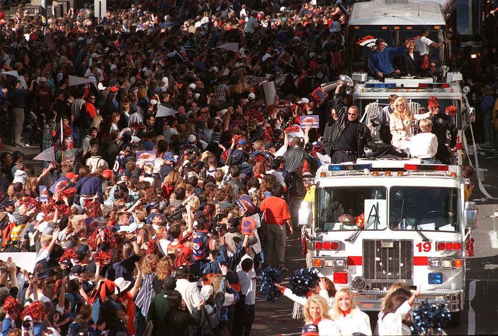 . Denver Broncos owner Pat Bowlen holds up the Vince  Lombardi trophy to the huge throngs of fans lined up along 17th  Street for the parade. The parade was organized to honor the  Denver Broncos on their XXXII Super Bowl win. Hundreds of  thousands of people turned out for the big event.  Helen H. Davis, The Denver Post