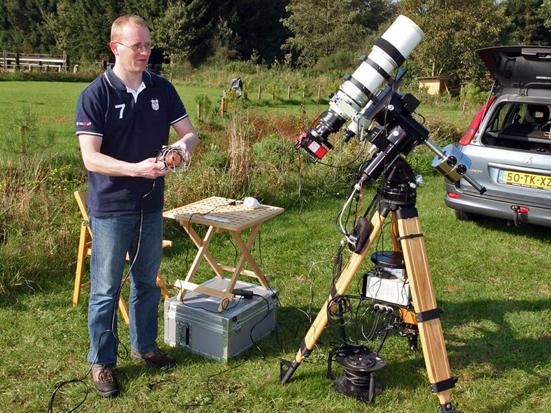 Takahashi FSQ-106ED on Astro-Physics Mach1 GTO (me at the starparty in Wateren)