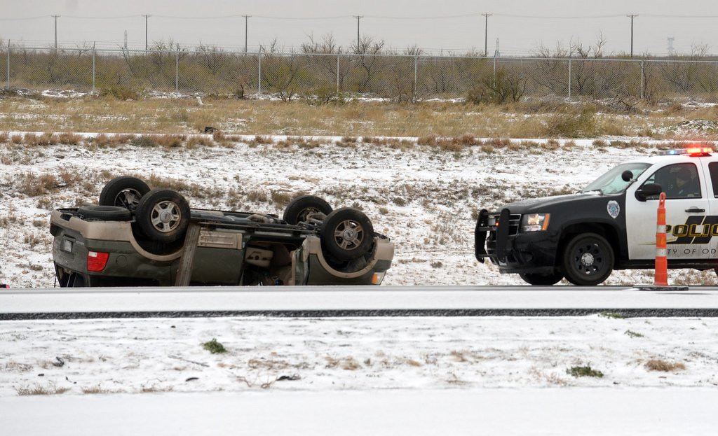 """. <p>4. �BULLETPROOF ICE� <p>Thanks to new green initiative, Twin Cities depending on solar energy to clear roads. (unranked) <p><b><a href=\'http://www.twincities.com/stpaul/ci_24689596/st-paul-promises-boost-snow-removal-efforts\' target=\""""_blank\""""> HUH?</a></b> <p>    (AP Photo/Odessa American, Mark Sterkel)"""