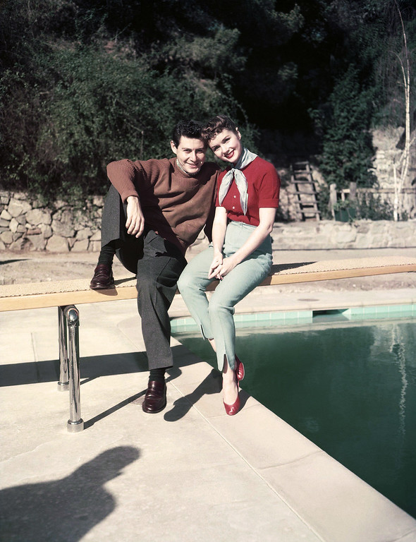 . Singer Eddie Fisher, left, poses with his wife, actress Debbie Reynolds, in the garden of their Hollywood home, Feb. 21, 1956, Los Angeles, Calif. (AP Photo)