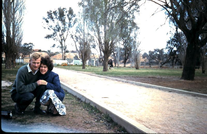 1961-8-23 (13) Graham & Mary @ Mildura.JPG