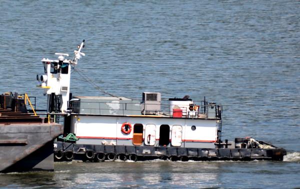 HR Otter headed for Port of Coyemans 7/25/16 @ 15:36 hd hrs