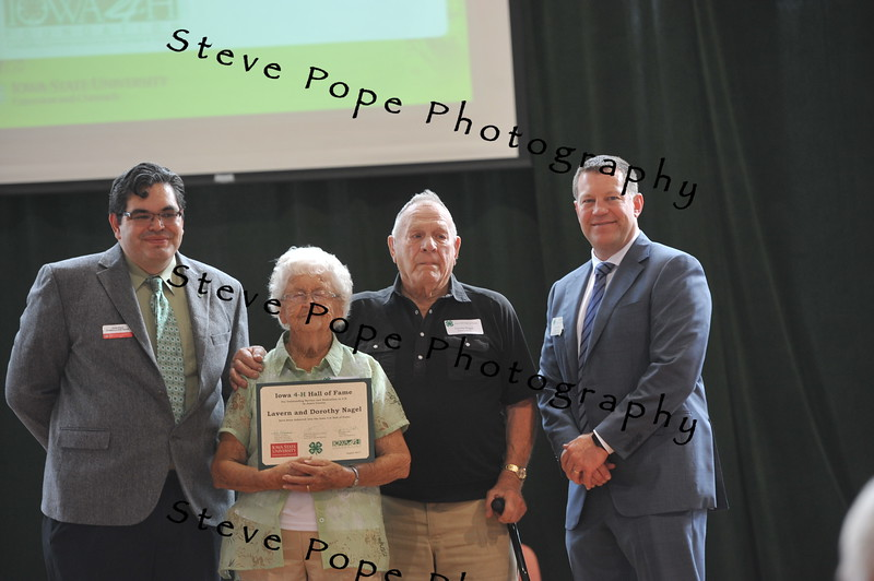 Lavern and Dorothy Nagel, of Jones County, were inducted in the 2017 Iowa 4-H Hall of Fame at the Iowa State Fair on Aug. 20. (Iowa State Fair/ Steve Pope Photography)