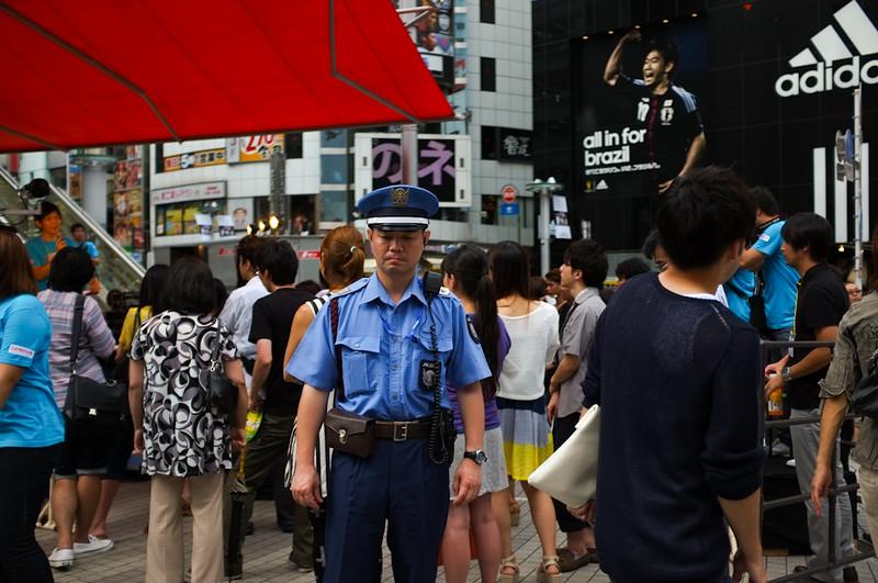 alone-in-crowd-japan-26.jpg
