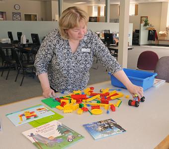 Villa Park library gets science grant