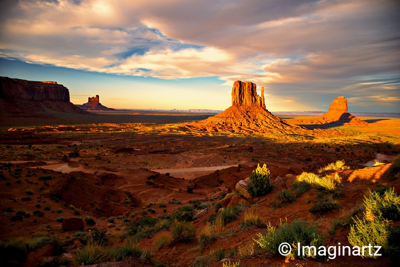Sunset approaches Monument Valley, Arizona
