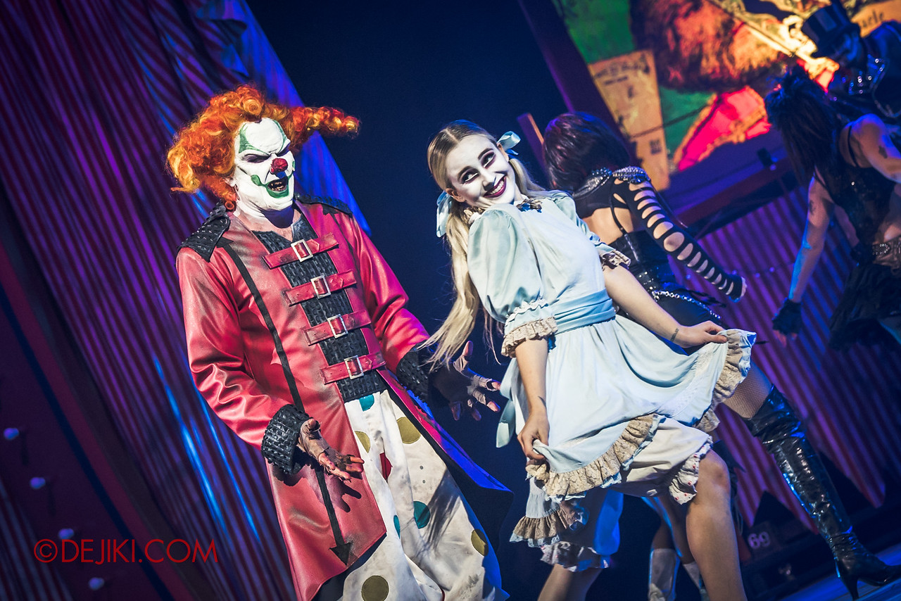 Halloween Horror Nights 6 - Jack's Recurring Nightmare Circus / Jack and Little Girl skipping