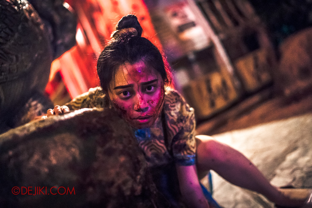 Halloween Horror Nights 7 - Happy Horror Days scare zone / Chinese New Year injured girl