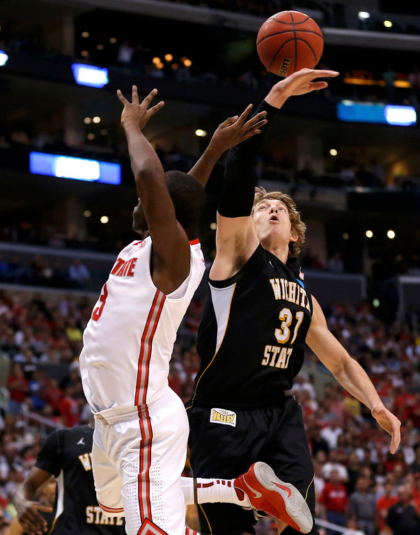 . Ohio State Buckeyes guard Shannon Scott (3) is stopped from scoring by Wichita State Shockers guard Ron Baker (31) in the first half during their West Regional NCAA men\'s basketball game in Los Angeles, California March 30, 2013. REUTERS/Danny Moloshok