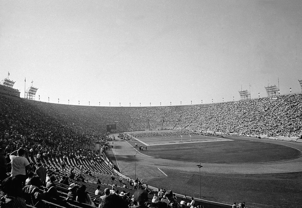 Description of . This is a general view of Los Angeles Coliseum during the Super Bowl, Jan. 15, 1967. (AP Photo)
