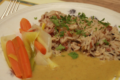 300313 Risotto with nuts, steamed vegetables and curry sauce
