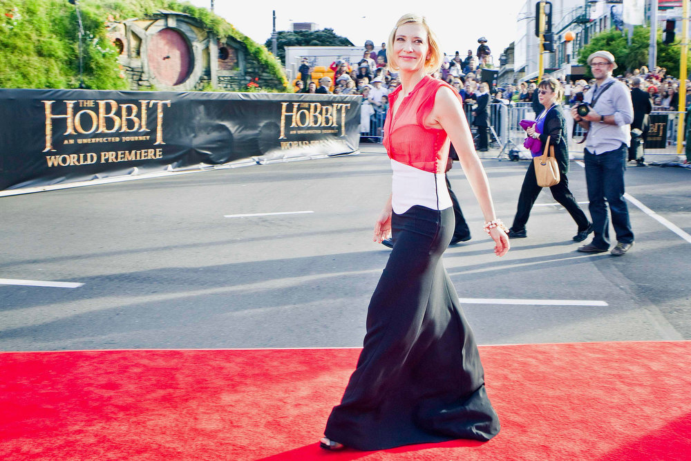 . Australian actress Cate Blanchett poses on the red carpet at the world premiere of \'The Hobbit - An Unexpected Journey\' in Wellington November 28, 2012.    REUTERS/Positively Wellington Tourism/Handout