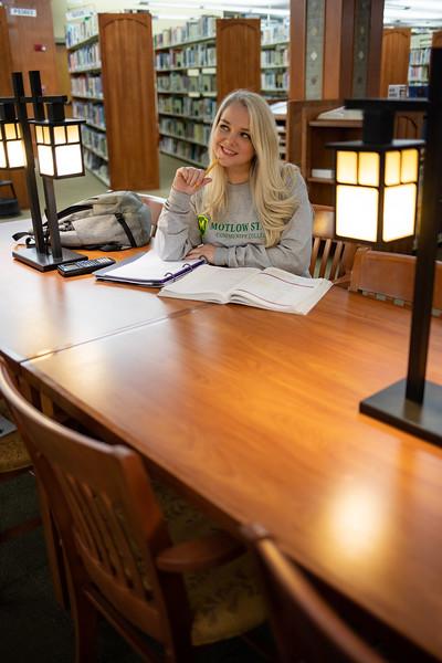 BuffyDavisStudentStudying-0513.jpg