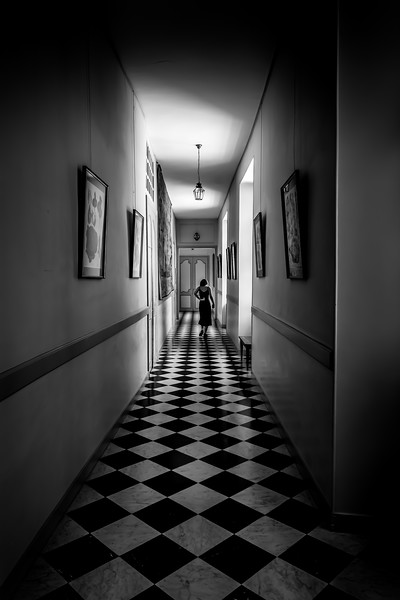 201908_A_Monochrome_Elena Manzo_Girl and the Checkerboard Hall.jpg