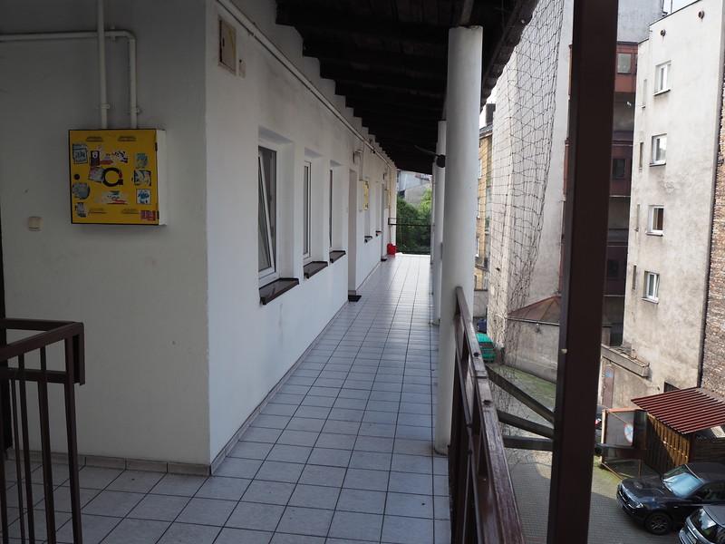 P7250049-hostel-balcony.JPG