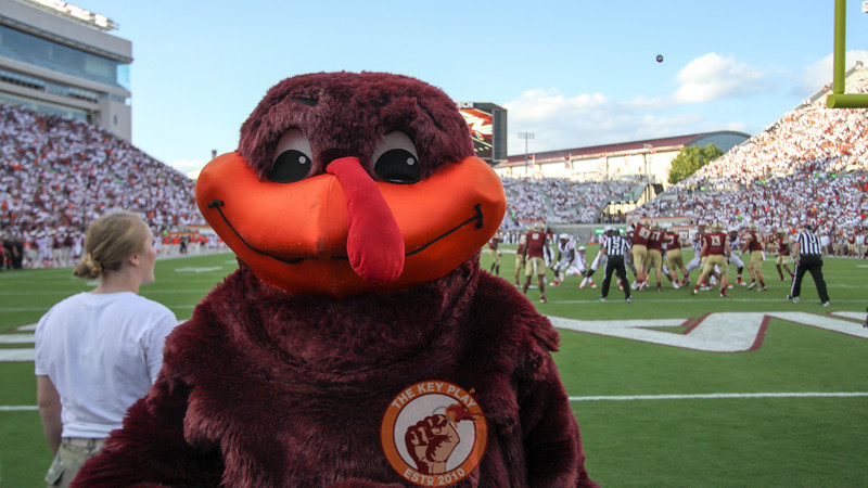 The Hokiebird poses for a photo during a Virginia Tech extra point attempt in the third quarter. (Mark Umansky/TheKeyPlay.com)