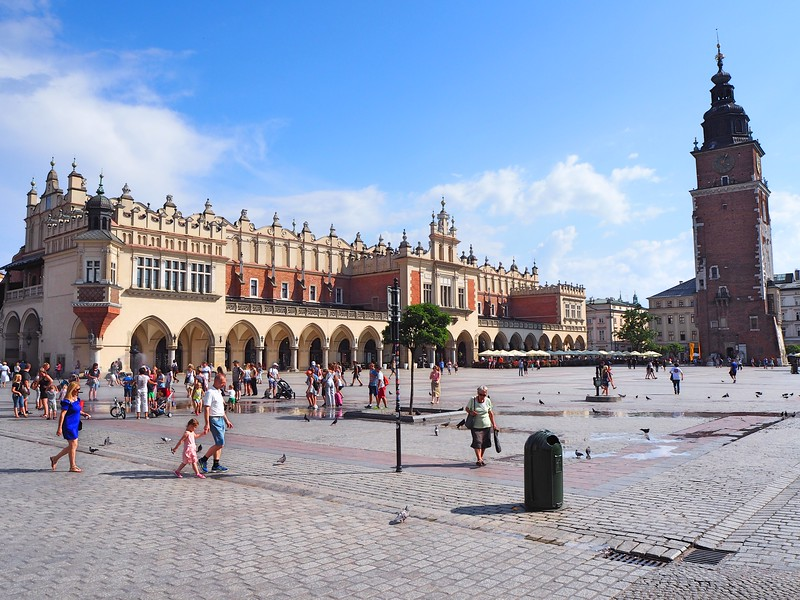 P7250001-old-town-square.jpg