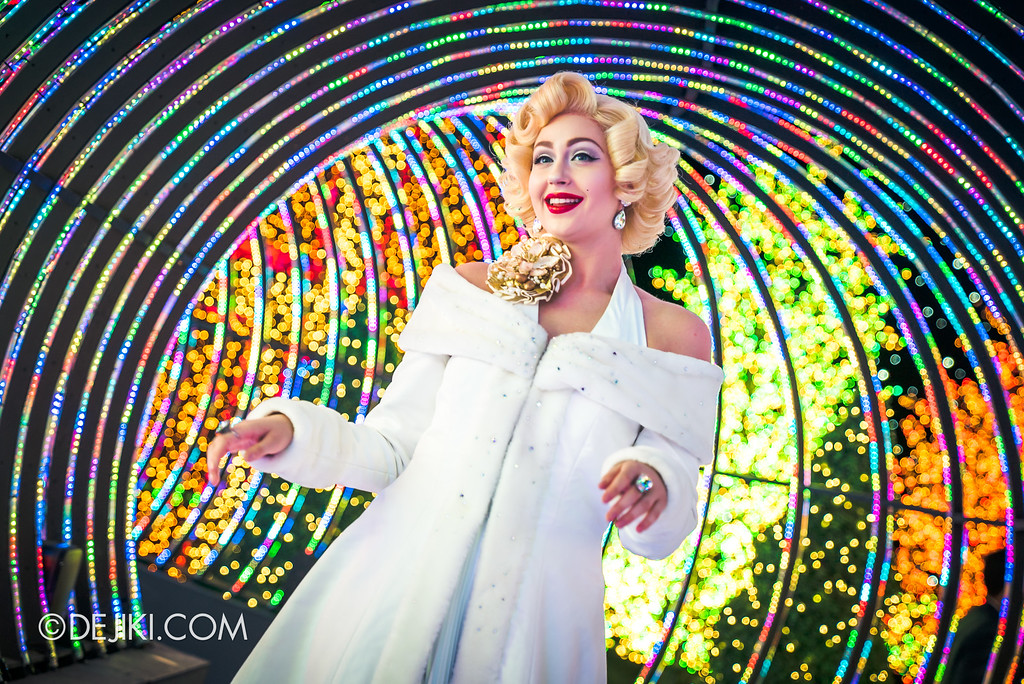 Universal Studios Singapore - Santa's All-Star Christmas 2016 / The Universal Journey Marilyn Monroe