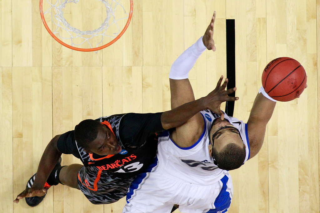 . Creighton\'s Gregory Echenique, right, tries to get a shot past Cincinnati\'s Cheikh Mbodj during the second half of a second-round game of the NCAA college basketball tournament, Friday, March 22, 2013, in Philadelphia. (AP Photo/Matt Slocum)