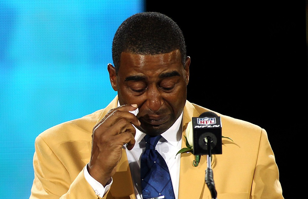 . New inductee Cris Carter wipes a tear as he talks during his acceptance into the NFL Pro Football Hall of Fame in Canton, Ohio August 3, 2013. REUTERS/Aaron Josefczyk