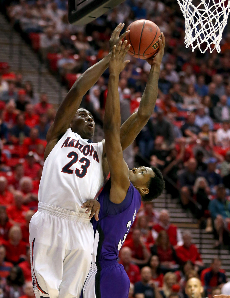 . Rondae Hollis-Jefferson #23 of the Arizona Wildcats shoots over Kyndahl Hill #35 of the Weber State Wildcats during the second round of the 2014 NCAA Men\'s Basketball Tournament at Viejas Arena on March 21, 2014 in San Diego, California.  (Photo by Jeff Gross/Getty Images)